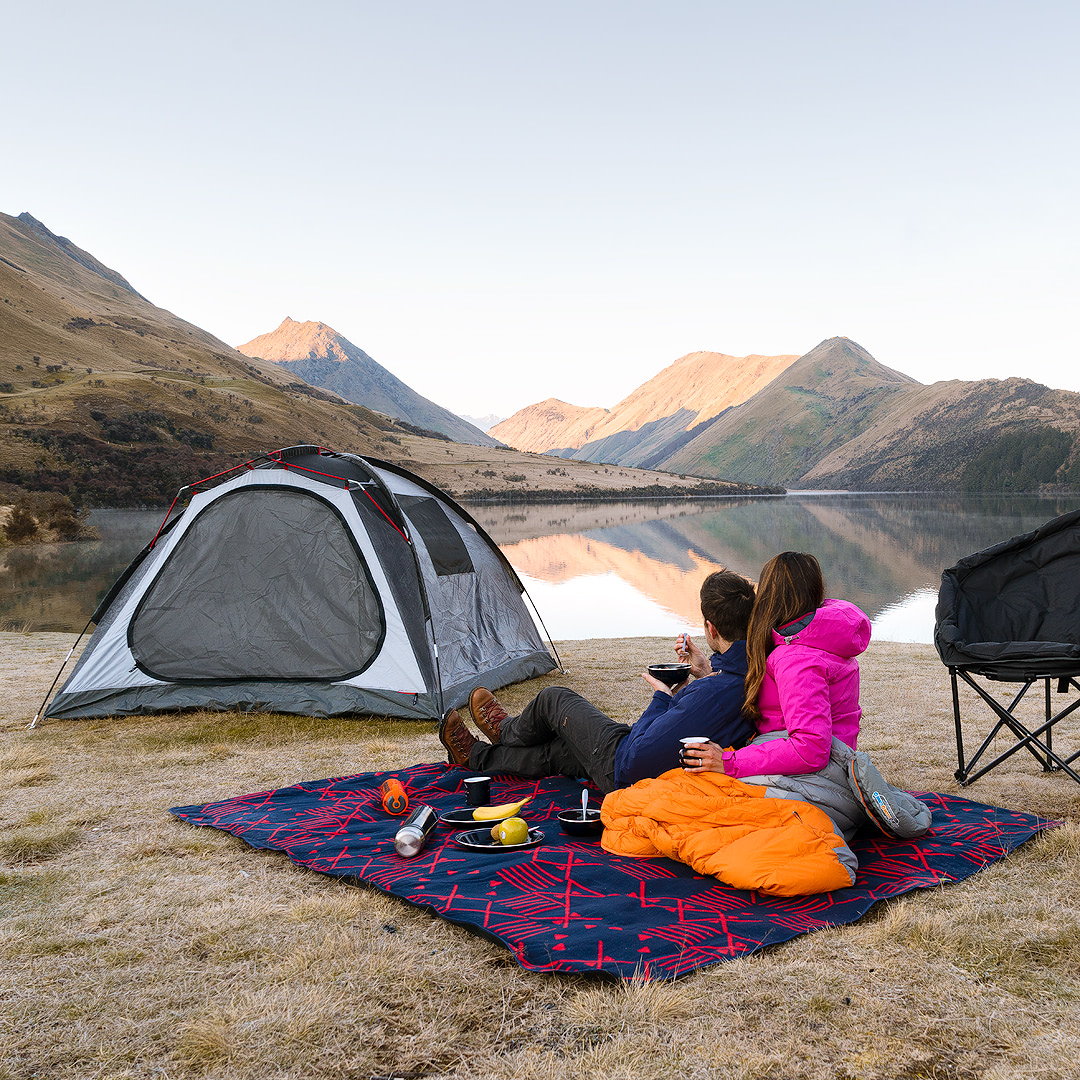 12 MUST SEE PLACES ON THE SOUTH ISLAND OF NEW ZEALAND - MOKE LAKE QUEENSTOWN