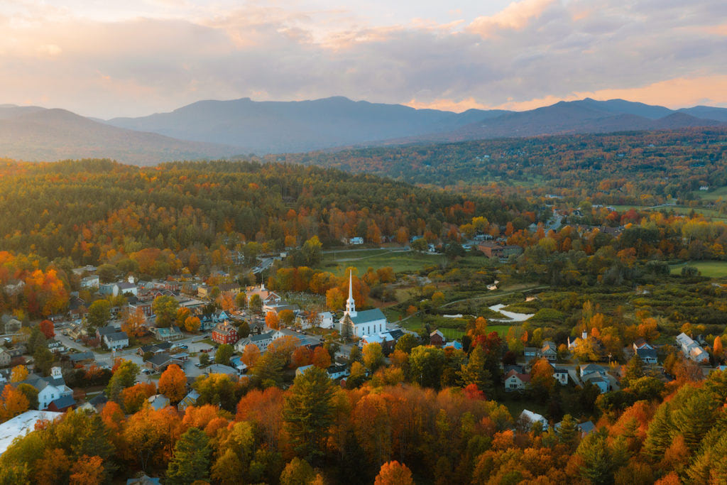 New England Fall Road Trip Ultimate Itinerary Renee Roaming Stowe Church Vermont