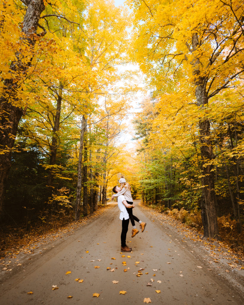 New England Fall Road Trip Ultimate Itinerary Renee Roaming Stowe Road Vermont Couple
