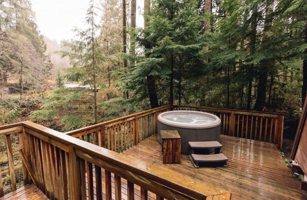 Cozy Cabins to Rent in Washington State - Canyon Creek Cabin Hot Tub - Renee Roaming