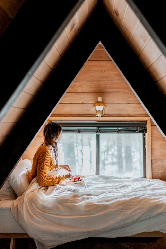 Cozy Cabins to Rent in Washington State - Sky Haus Cabin Bedroom Breakfast - Renee Roaming