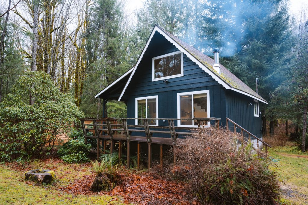 Cozy Cabins to Rent in Washington State - South Fork Cabin Baring - Renee Roaming