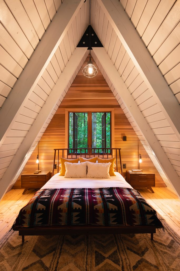 Cozy Cabins to Rent in Washington State - Tye Haus Cabin Bedroom - Renee Roaming
