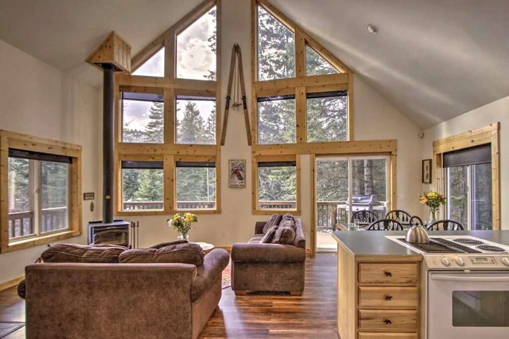 Cozy Cabins to Rent in Washington State - Rustic Leavenworth Cabin Living Room - Renee Roaming