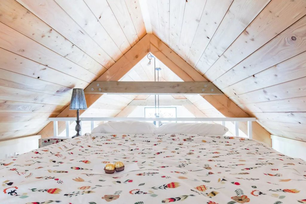 Cozy Cabins to Rent in Washington State - Secluded Woodland Cabin Bedroom Loft - Renee Roaming