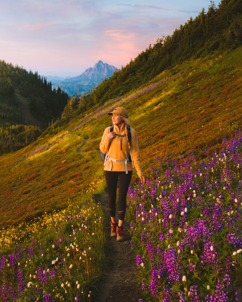 Cute hiking outfit idea for women