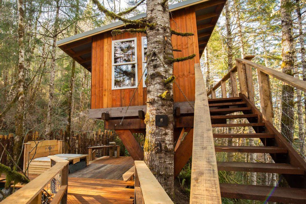 20 Magical Oregon Treehouses You Can Rent - Heartland Oregon Coast Treehouse