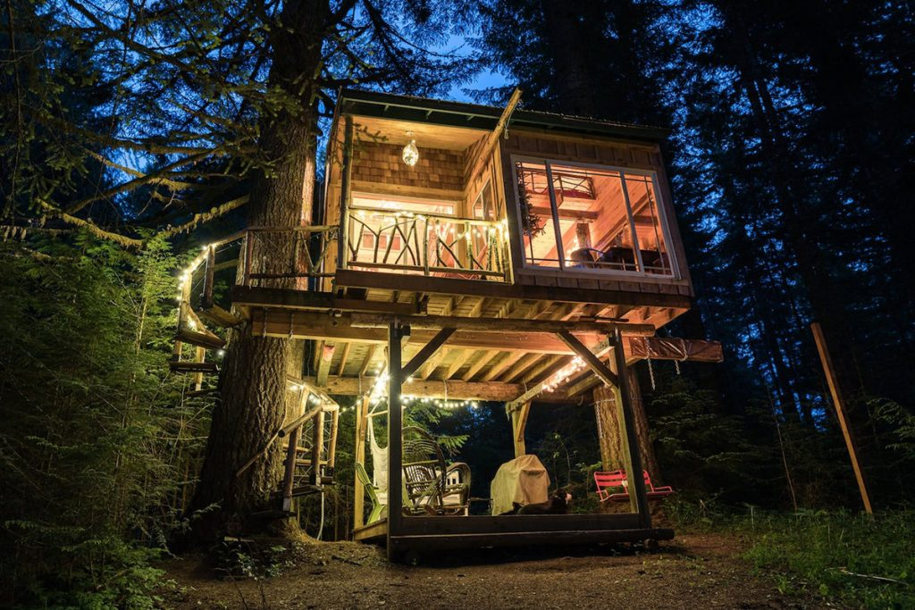 20 Magical Oregon Treehouses You Can Rent - Mt Hood Treehouse