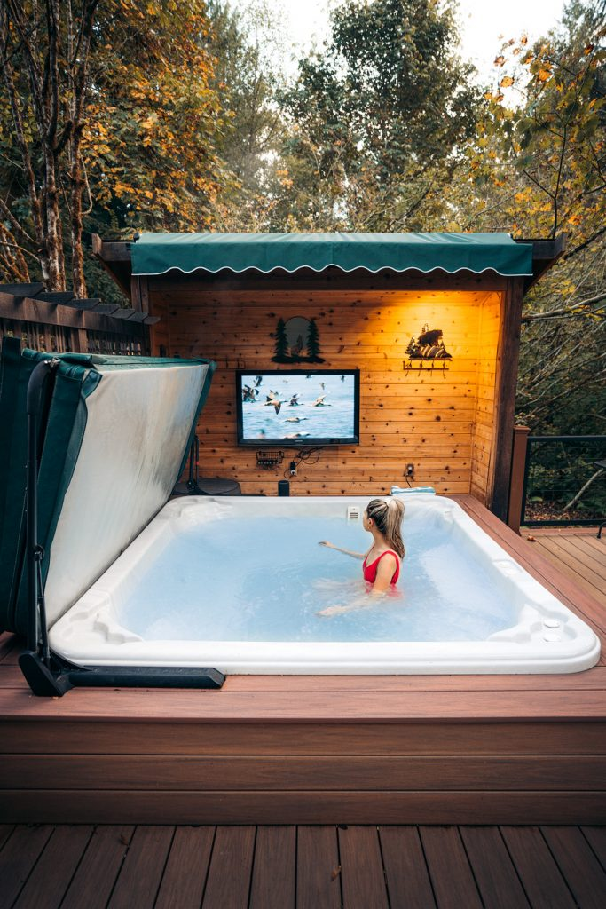 Best Pacific Northwest Treehouse Rentals - Pete Nelson Original Tree House Hot Tub