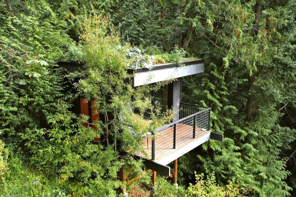 Best Pacific Northwest Treehouse Rentals - Pleasant Bay Lookout - Renee Roaming