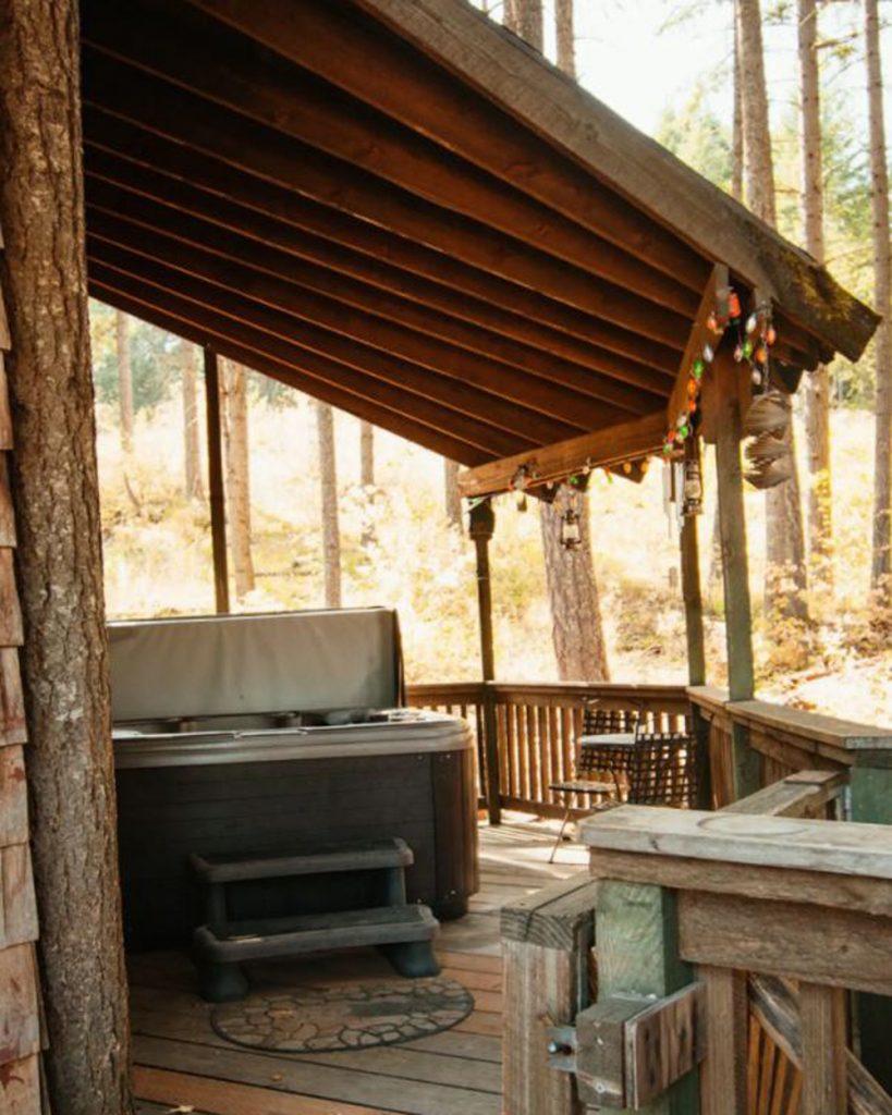 Best Pacific Northwest Treehouses - Lothlorien Woods