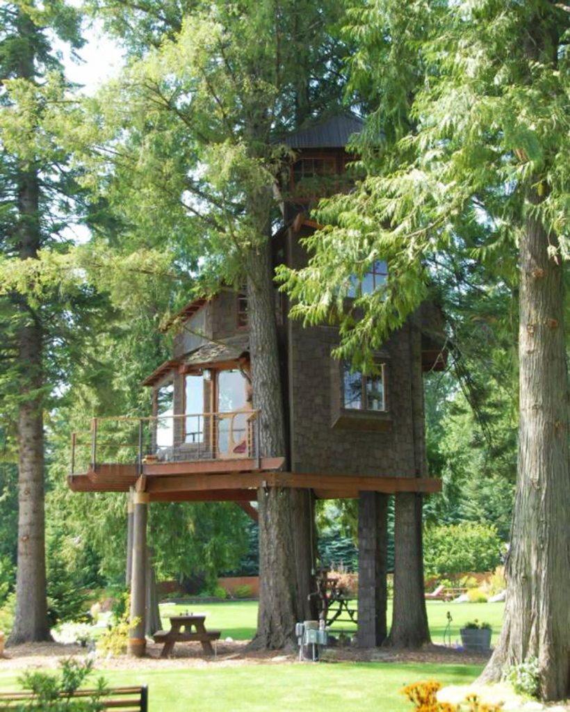 Best Pacific Northwest Treehouses To Rent - Treehouse on Lake Pend O'reille