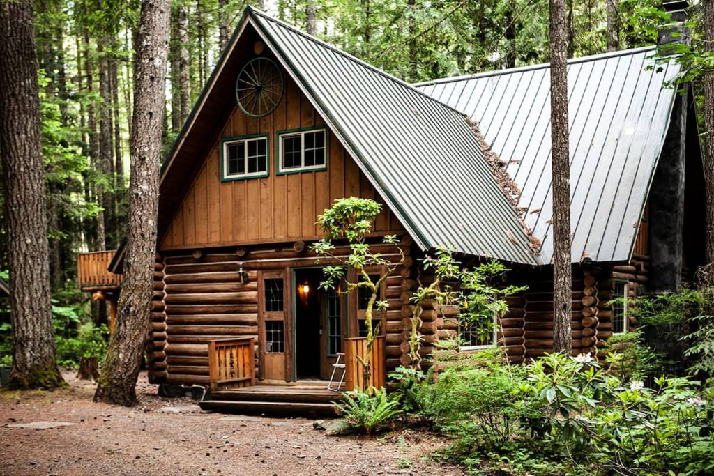 Cozy Oregon Cabins To Rent - Camp Neary Log Cabin