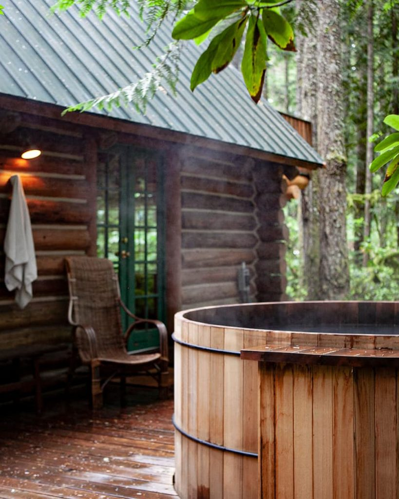 Cozy Oregon Cabins To Rent - Camp Neary Log Cabin and Outdoor Hot Tub