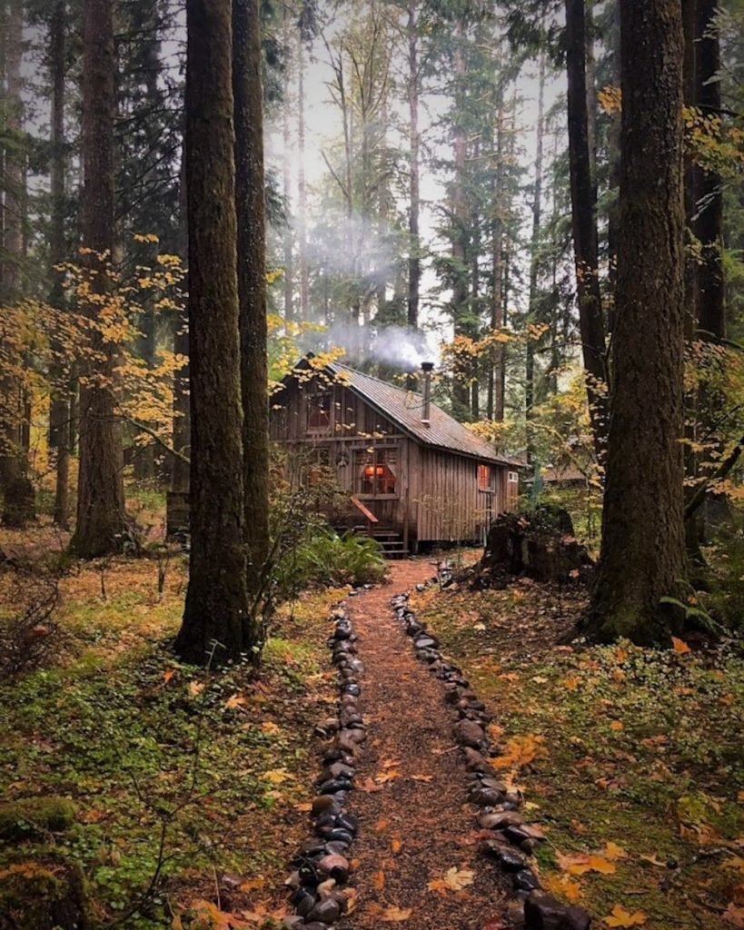 Cozy Oregon Cabins To Rent in Fall - Historic Cedarwood Cabin