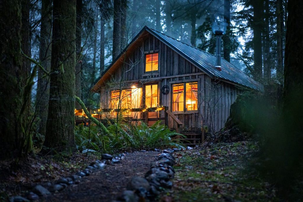 Cozy Oregon Log Cabins To Rent - Historic Cedarwood Cabin