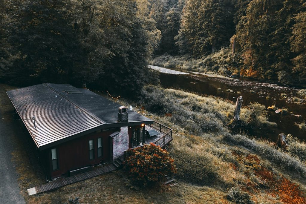Dreamy Oregon Cabins You Can Rent - Mid Century Riverfront-Cabin