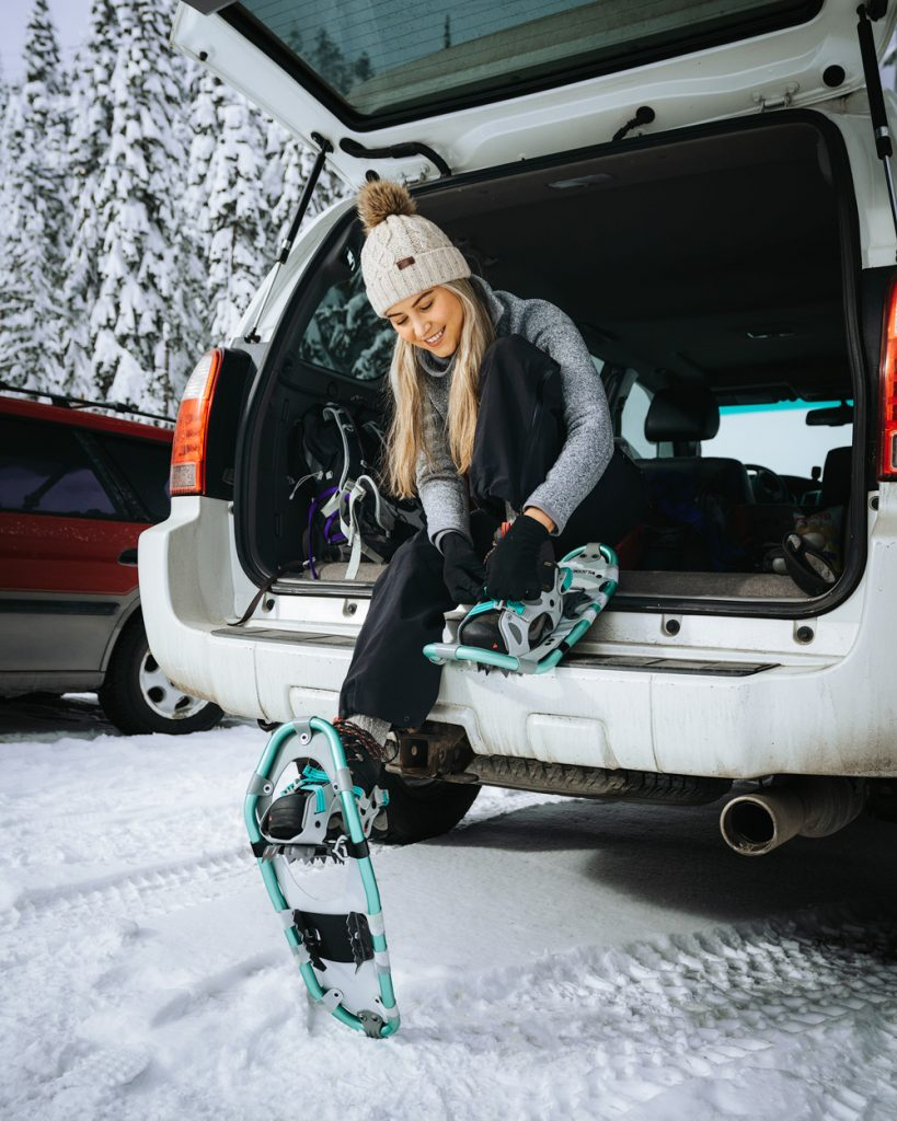 Snowshoeing Tips For Beginners -How To Put On Snowshoes - Renee Roaming