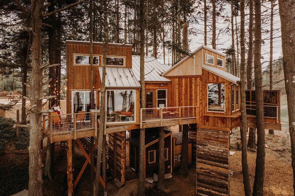 Treehouse you can rent in the Pacific Northwest - Eagles Nest Treehouse Washington