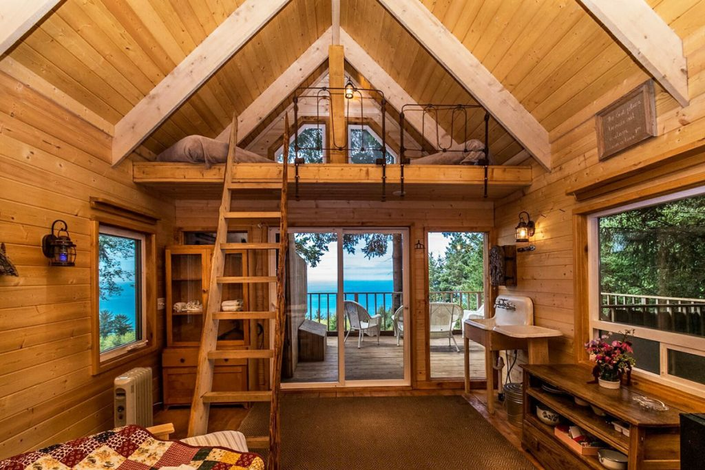 Treehouses You Can Rent In Oregon - The Bluebird Oregon Treehouse