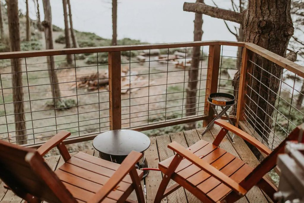 Treehouses you can rent in the Pacific Northwest - Eagles Nest Treehouse Washington