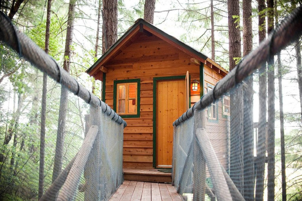 Unique Treehouses You Can Rent In The Pacific Northwest - Cozy Cottage Oregon Treehouse